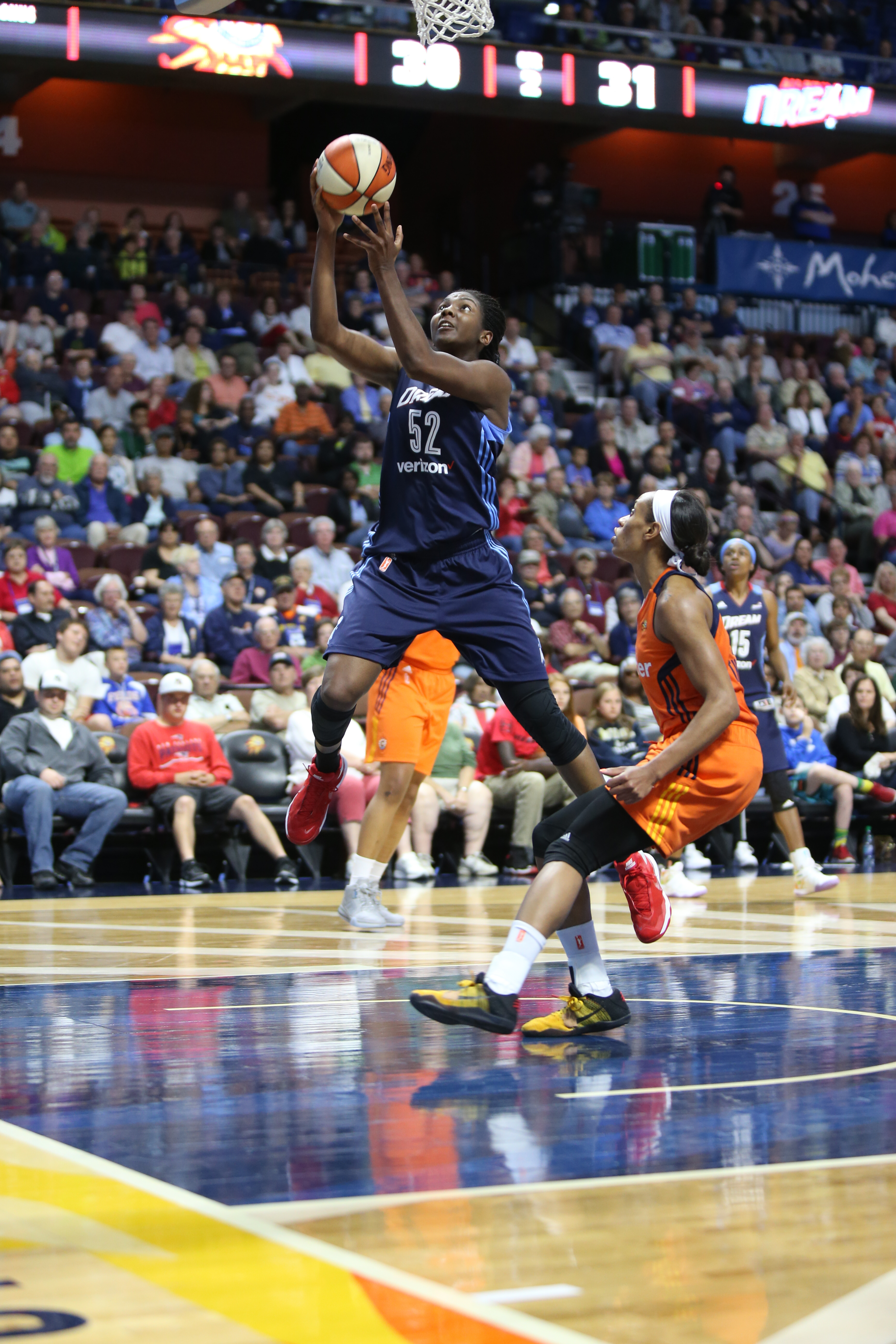 UNCASVILLE, CT - JUNE 3: Elizabeth Williams #52 of the Atlanta Dream shoots the ball against the Connecticut Sun on June 3, 2016 at Mohegan Sun Arena in Uncasville, CT. NOTE TO USER: User expressly acknowledges and agrees that, by downloading and or using this Photograph, user is consenting to the terms and conditions of the Getty Images License Agreement. Mandatory Copyright Notice: Copyright 2016 NBAE (Photo by Chris Marion/NBAE via Getty Images)