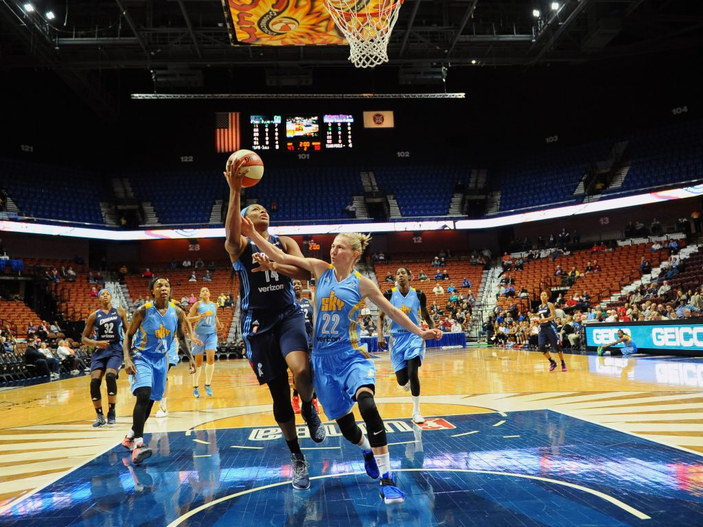 UNCASVILLE, CT - MAY 5: Rachel Hollivay #14 of the Atlanta Dream goes to the basket against Courtney Vandersloot #22 of the Chicago Sky during a WNBA preseason game between the Atlanta Dream and Chicago Sky on May 5, 2016 at the Mohegan Sun in Uncasville, Connecticut. NOTE TO USER: User expressly acknowledges and agrees that, by downloading and or using this photograph, User is consenting to the terms and conditions of the Getty Images License Agreement. Mandatory Copyright Notice: Copyright 2016 NBAE (Photo by Brian Babineau/NBAE via Getty Images)